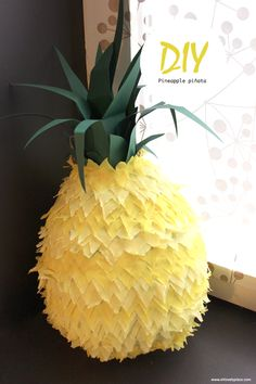 DIY pinata ananas oh lovely place - Pinata Party, Luau Party, Make Pinata, Pineapple Pinata, Diy Party Dekoration, Diy Girlande, Crafts For Kids, Diy Crafts, Luau Birthday