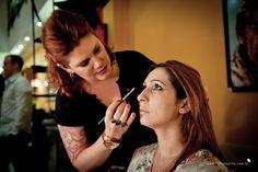 {Cobertura} A maquiadora Carla Barraqui fez prova de maquiagem nas noivinhas, que saíam de lá prontas para casar! #carlabarraqui #makeupartist #colherdechanoivas #paradis #rafaelportofotografiasocial
