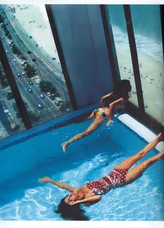 A pool view in Rio. Photo by Helmut Newton. Helmut Newton, My Pool, Beach Pool, Pool Fun, Photos Bff, Rooftop Pool, Bathing Beauties, Cool Pools, Interior Exterior