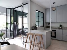 Um apartamento que demonstra como aproveitar ao máximo um espaço pequeno
