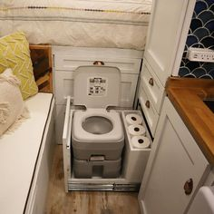 found that this is a great system to storage the toilet, very functional and comfortable. Where do you storage yours?…We found that this is a great system to storage the toilet, very functional and comfortable. Where do you storage yours?