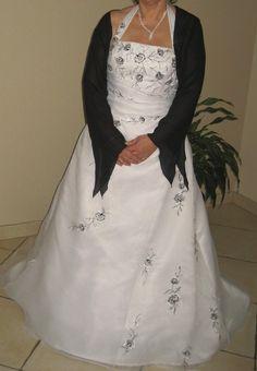 Robe de mariée Blanc et noir d'occasion en organza col anglais