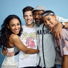 The Flash cast #EWComicCon