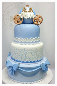 Cinderella cake.                                       I love her work, Karine Alves creates masterpieces, a shame that they must be cut at all!