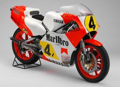 Kenny Robert's 1983 YZR500 (0W70) in all its glorious fluorescent orange.