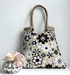 Black/white floral tapestry tote bag with burlap.  This roomy carry all shoulderbag ,complements your outfit.  The bag is interfaced(padded,to make
