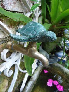 torneira de jardim bitola 1/2 com adaptador para 3/4 metal rustico COR VERDE aplique em resina pigmentada Florida, Turtles, Garden Plants, Faucet, Gardens, Metal, Outdoor Decor, Taps, Tortoise Turtle