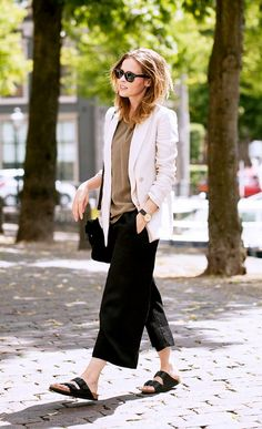 Stop What You re Doing  10 Outfits You Can t Miss. Birkenstock Sandalen  OutfitFrühling Sommer ... a1cc4ac06e3