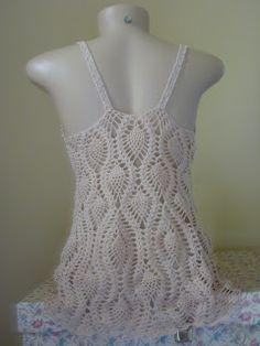 Quando falamos em renda deixamos de lado o crochê,poremo crochê também é um tipo de renda. Por tanto ele é parte integrante do meu trabal... Crochet Tank Tops, Crochet Top, Swimsuit Cover, Crochet Clothes, Cover Up, Swimsuits, Knitting, Dresses, Patterns