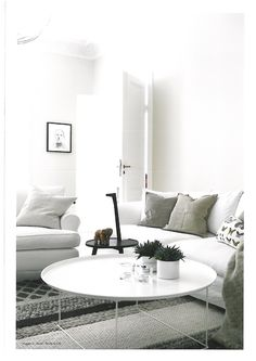 I love the white and the whole simplicity. It's so soothing!