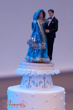 Happy Marriage Anniversary Cake, Anniversary Cake With Photo, 25th Wedding Anniversary Cakes, Anniversary Cake Designs, Indian Wedding Night, Indian Wedding Favors, Engagement Cake Design, Mehndi Cake, Wedding Cake Images