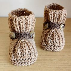 Knitting pattern: Warm Feet Baby Booties by Julia Noskova, No babies at my house and I don't knit but these are so sweet!