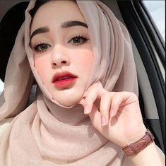 Setahunbaru: Beautiful Hijab Girl With Cute Cheeks Beautiful Hijab Girl, Beautiful Muslim Women, Beautiful Girl Photo, Niqab Fashion, Modest Fashion Hijab, Muslim Fashion, Hijab Chic, Fashion Dresses, Hijabi Girl