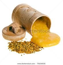 """RAW HONEY: A PANTRY STAPLE: We all know honey tastes delicious, but there's more. Honey has been referred to as a """"functional food;"""" it is a natural food with health benefits. Raw honey contains natural antioxidants, enzymes, minerals, and vitamins. Natural Honey, Raw Honey, Honey Health Benefits, Agriculture Projects, Tea Blog, Home Remedies For Acne, Bee Pollen, Natural Hair Growth"""