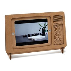 Don't touch that dial--this recycled cardboard stand gives your iPad the look of a retro TV. Support Ipad, Swivel Tv Stand, Gifts For Your Boss, Office Gadgets, Tech Gadgets, Ipad Holder, Christmas Gifts For Men, Cheap Gifts, Diy