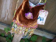 Terciopelo de seda tesoro bolsa bolsa bolsa Hippie Boho Vintage reciclados reciclado de encaje bordado a mano cosidos a mano de FairiesWelcome en Etsy https://www.etsy.com/es/listing/449785612/terciopelo-de-seda-tesoro-bolsa-bolsa