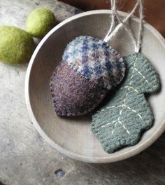 earthy ornaments 2019 Up-cycled plaid wool into autumn decorations: acorn and oak leaf The post earthy ornaments 2019 appeared first on Wool Diy. Felted Wool Crafts, Felt Crafts, Fabric Crafts, Sewing Crafts, Sewing Projects, Autumn Crafts, Holiday Crafts, Felt Christmas Ornaments, Penny Rugs