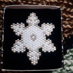 En sevilen figürlerden olan kar tanesini sizin için tasarladık ☃☃#twins #twinsart #work #miyuki #kartanesi #snowflakes #handmade #jewellery #broş #broche #elyapimi #instatwins #aksesuar #moda #instajewelry #instacat #takı #accesories #fashion #design #tasarım #style #art #instadaily #igers #instafashion #picoftheday #bugününfavorisi #mutluyumcunku