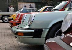 Así lucieron los Porsche invitados a la feria Tecno Classica Essen 2014. Estamos seguros de que pueden reconocer a quién pertenece este frente prominente. Porsche Classic, Tecno, Porsche 911, Cars Motorcycles, Race Cars, Racing, Vehicles, Sports, Eten