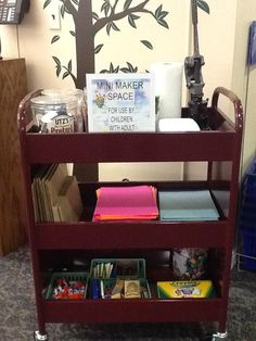 photo mini maker space - good idea to use library carts for maker spaces - I have more carts than I ever use! Library Cart, Library Center, Teen Library, Library Ideas, Library Activities, Steam Activities, Classroom Design, Classroom Ideas, Grade 3