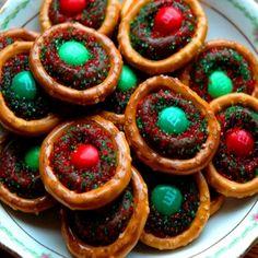 Christmas  Ideas using pretzels | Christmas Snack Ideas For Kids - Christmas Snack Recipes For Kids ...