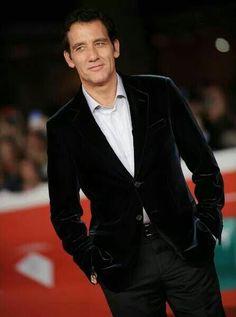 Clive Owen, British Actors, Suit Jacket, Suits, Jackets, Fashion, Down Jackets, Moda, Uk Actors