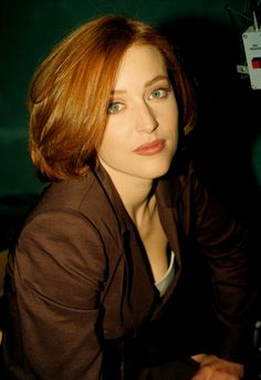 """"""" """"It's like death sentence, really,"""" Anderson says of her demanding role in The X-Files. The X Files, Gillian Anderson, Caroline Dhavernas, Chris Carter, Dana Scully, Corte Y Color, Actrices Hollywood, Celebrity Couples, Belle"""