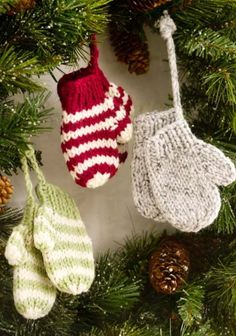 100+ Free Christmas Knitting Patterns - The Ultimate Resource Knitted Christmas Decorations, Knit Christmas Ornaments, Knitted Christmas Stockings, Crochet Christmas Ornaments, Christmas Knitting Patterns, Christmas Gifts For Mom, Knitting Patterns Free, Free Knitting, Diy Christmas