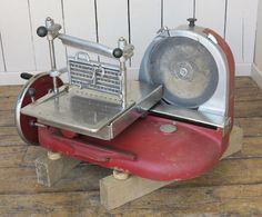 Imagem de Berkel e Parnalls Meat Slicer Enfield Middlesex, Meat Slicers, Cast Iron Radiators, Architectural Antiques, Charcoal Grill, Prosciutto, Grilling, The Originals