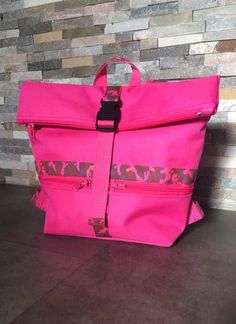 Sac à dos Troïka en toile à sac rose cousu par Sandra - Patron Sacôtin
