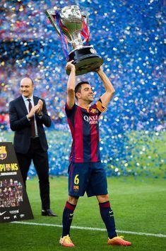 Xavi Hernandez of FC Barcelona lifts up the La Liga champions trophy after the La Liga match between FC Barcelona and RC Deportivo La Coruna at Camp Nou on May 23, 2015 in Barcelona, Catalonia.