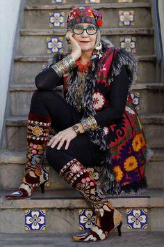 Afbeeldingsresultaat voor older women in boho clothes Mode Hippie, Bohemian Mode, Hippie Chic, Boho Gypsy, Bohemian Style, Boho Chic, Bohemian Fashion, Hippie Style, Dame Chic
