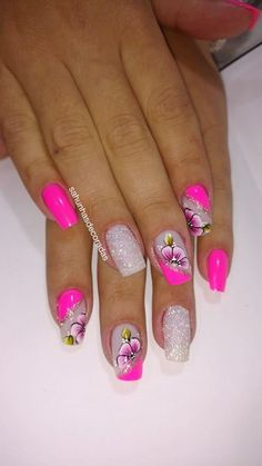Too cute pink nails with flowers and glitter nail art. Perfect for summer nailart nailswag.Too cute pink nails with flowers and glitter nail art. Perfect for summer nailart nailswag nailstagram , art Cute flowers Glitter glitternail Nail NailArt na Flower Nail Designs, Flower Nail Art, Nail Art Designs, Nails Design, Cute Pink Nails, Colorful Nails, Nail Swag, Nagel Gel, Glitter Nail Art