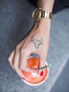 Inspirations: 30 idées de tatouages signes du zodiaque - Taureau © Pinterest Tattoo Journal
