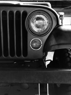 Love that face! Jeep Willys, Jeep Jeep, Jeep Cj7 Renegade, Black And White Pictures, Black White, Jeep Baby, Vintage Jeep, Old Jeep, Jeepers Creepers