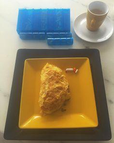 E aí... Como você começa seu dia? Do pãozinho com Becel(a amiga do ) ao sucrilhos(energia de tigre) cada um tem sua opção de acordo com seus objetivos e necessidades!  Procure um profissional que te oriente e te acompanhe no que você acredita como ideal para si. Não se iluda com propagandas... Omelete com 4 ovos  50g de patinho moído  cafezinho  uma porrada de   #nutrologia #bodybuilding #lifechoices #food #muscle ##shredded #lowcarb by dr.pedroalbuquerque