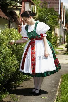 Slovak kroj from town Békéscsaba, Békés county, Southern Hungary. We Are The World, People Around The World, Folklore, Authentic Costumes, Costumes Around The World, Budapest, Princess And The Pea, Hungarian Embroidery, Beautiful Costumes