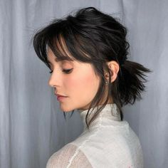 From the perky high ponytail to the trusty low ponytail to the ever-stylish braided ponytail, cute ponytail hairstyles are a dime a dozen. Find inspiration in these gorgeous and doable ponytail hairstyles. Cabelo Nina Dobrev, Nina Dobrev Hair, Cute Ponytail Hairstyles, Hairstyles With Bangs, Braided Hairstyles, Hairstyle Ideas, Messy Ponytail, Short Shaggy Hairstyles, Perfect Ponytail
