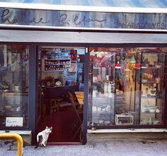 Bu sabah Hande Bilten'in Cihangir 'deki atolyesinde kahvaltiya davetliydik.Hem firindan yeni cikan seramikleri ilk biz gorduk hem de firindan yeni cikan borekleri afiyetle yedik  #lunaparkshop #lunaparktasarim #turkishverymuch #galata #galatatower #serdariekrem #conceptstore #giftstore #designer #istanbul #shop #shopping #traditional #gift #handmade #bloggers