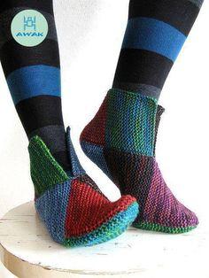 Stress Relief Slippers Pattern source: socks from Käspaikka Yarn: Sock yarn leftovers, held doubled Needles: mm I've knit some tiny garter stitch squares. Knitted Slippers, Slipper Socks, Crochet Slippers, Knit Crochet, Elf Slippers, Crochet Pattern, Sweater Knitting Patterns, Loom Knitting, Knitting Socks