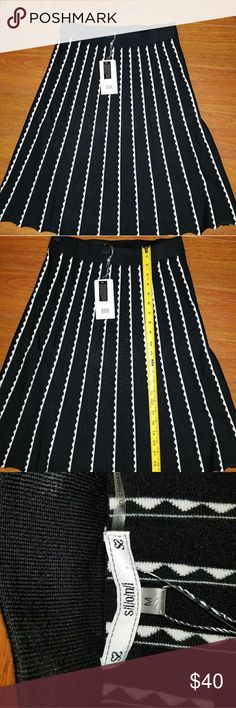 Siloni black and white skirt Sz M Nwt Siloni black and white skirt Sz M Siloni Skirts A-Line or Full