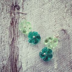 Cute green glass flower earrings – Julie Frahm – Glass Jewellery
