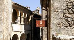 È uno dei fiori all'occhiello del turismo made in Italy: ecco la storia di Santo Stefano di Sessanio, l'albergo diffuso ideato dal filosofo Daniel Kihlgren