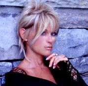 Country Female Singers, Country Music Artists, Lorrie Morgan, 60 Year Old Woman, Celebs, Celebrities, Old Women, Cute Hairstyles, Hair Trends