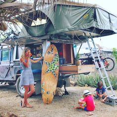 Blend the sleeping camp with the grey trip van and form hippie life inspiration … - Van Life Top Tents, Roof Top Tent, Defender 130, Land Rover Defender, Land Rovers, Vw Bus, Landrover Camper, Offroad Camper, 4x4