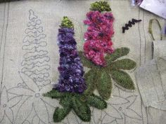 LUPIN TIME hooked NOT easy to hook with all those tiny flowers but here they are sort of ROVING done and it seems to work well . Rug Hooking Designs, Rug Hooking Patterns, Quilting Patterns, Proddy Rugs, Hook Punch, Next Rugs, Punch Needle Patterns, Rug Inspiration, Hand Hooked Rugs