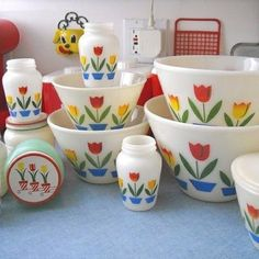 """""""Tulip"""" collection* fire king """"Tulip"""" collection* the largest bowl was my Grand Mother's Potato Salad Bowl for family get togethers!fire king """"Tulip"""" collection* the largest bowl was my Grand Mother's Potato Salad Bowl for family get togethers! Vintage Bowls, Vintage Kitchenware, Vintage Dishes, Vintage Glassware, Vintage Appliances, Antique Dishes, Vintage Dinnerware, Antique China, Vintage China"""