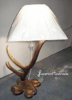 lampara de cuerno de benado 50 € mas gastos de envio Table Lamp, Lighting, Handmade, Base, Facebook, Home Decor, Vestidos, Deer Antlers, Antlers