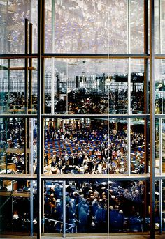Andreas Gursky 'Parliament', 1998 © Courtesy Monika Sprueth Galerie, Koeln / VG Bild-Kunst, Bonn and DACS, London Contemporary photographer often uses large format camera to capture his epic large scale images. Andreas Gursky, Contemporary Photography, Artistic Photography, Art Photography, Contemporary Art, Concept Photography, Architectural Photography, Photography Gallery, Landscape Photography