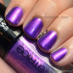 Heavy Metallilac is a GORGEOUS medium purple shimmer duochrome that flashes light purple and pink in the light
